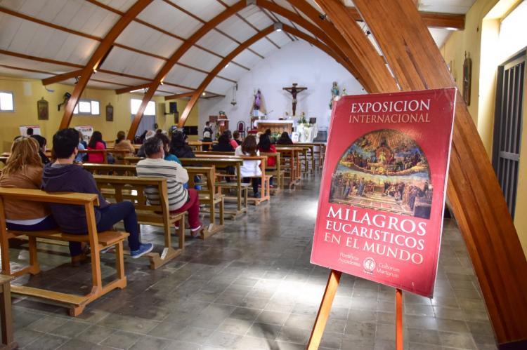 """La exposición """"Milagros eucarísticos por el mundo"""" sigue recorriendo la Argentina"""